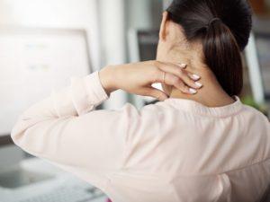 Волнует постоянный дискомфорт в спине, особенно: в шее. Постоянная усталость
