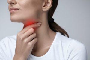 Воспаление миндалины справа. Боли при открывании рта