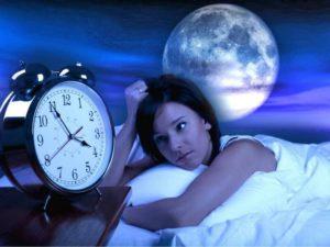 Второй месяц мучает бессонница, хочу спать, но уснуть не могу