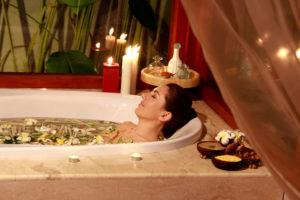 Можно ли купаться при лечении свечами?