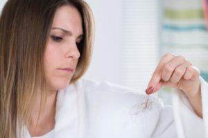Выпадение волос, бессонница, раздражительность, потеря аппетита, снижение веса, сухость кожи