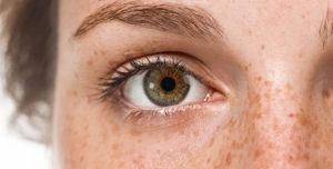 Дергается левый глаз