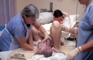 Могут ли начаться роды раньше положенного срока?