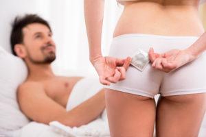 Может ли девушка проживая вместе с онанистом забеременеть