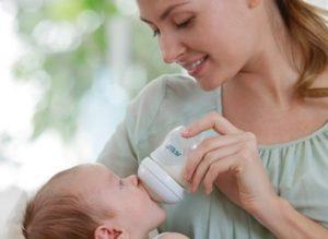 Можно ли кормить ребенка смесью?
