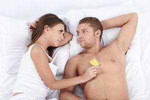 Можно заниматься без презерватива во время месячных?